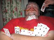 Nesten like flink som han er med kølla er han også ved pokerbordet